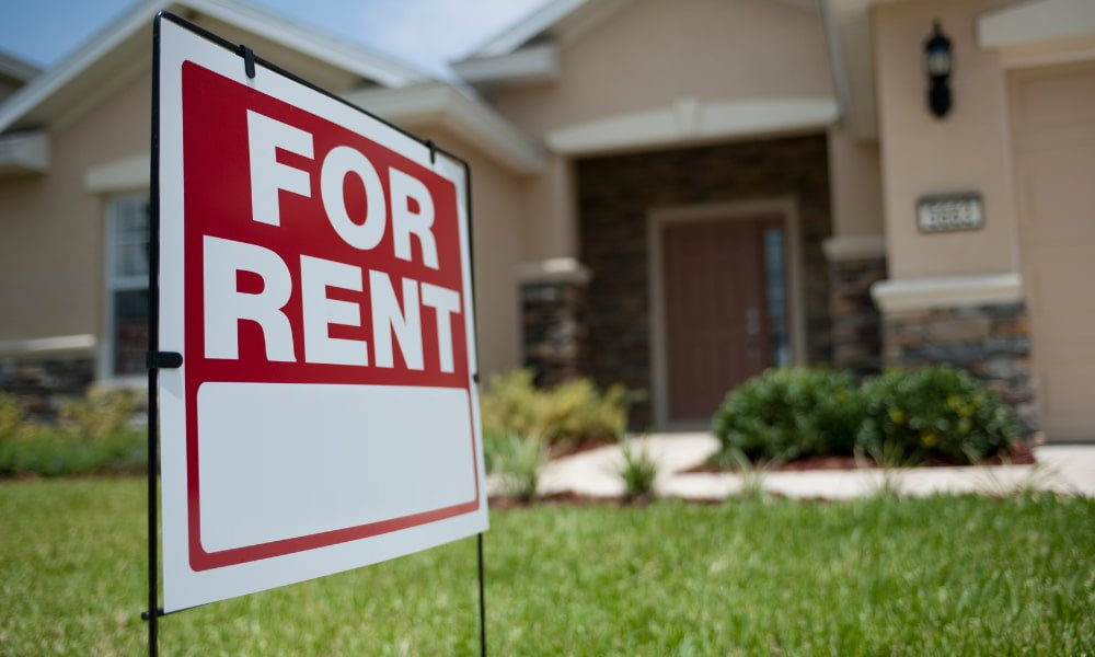 a fir rent sign in front of a rental house