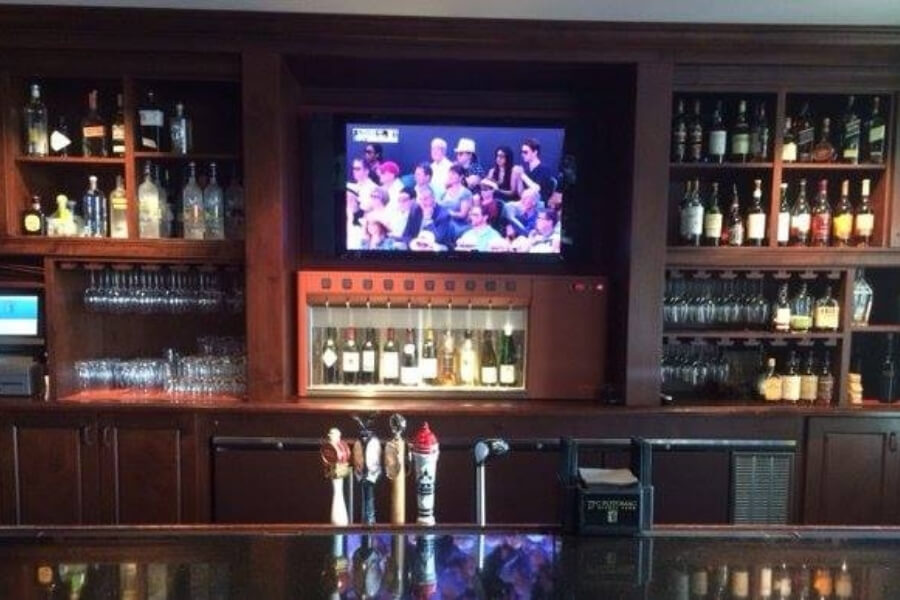 view of the bar in TPC Potomac at Avenel Farm